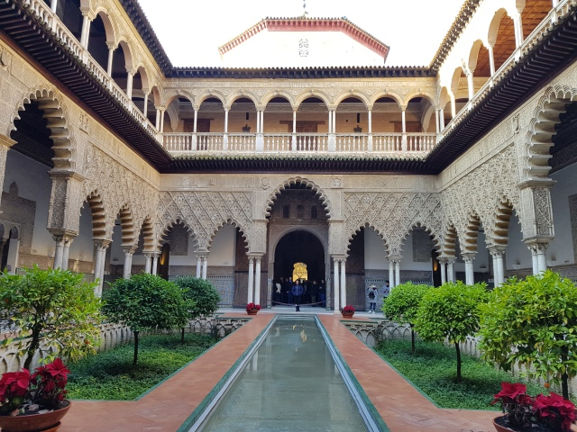 Real Alcazar - Patio de las Doncellas - © Thia