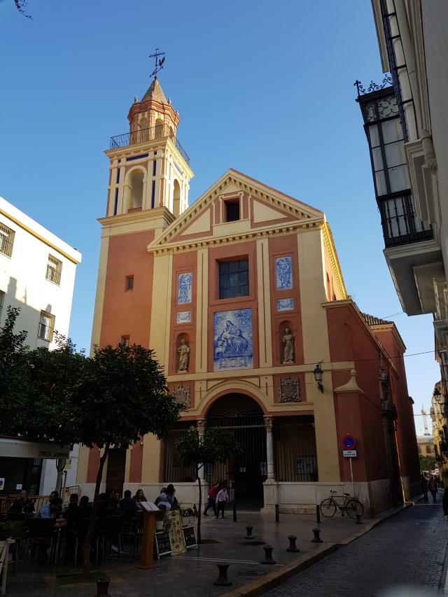 Una iglesia al Centro de Sevilla - © Thia