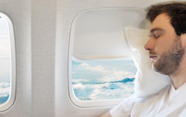 Dormir en avion - © ACS